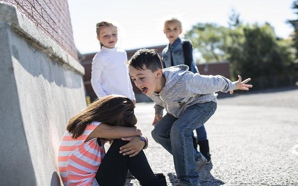 Kind wordt gepest klein